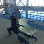 кресло для погружения в воду для людей с ограниченными возможностями